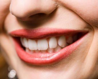 4 Buah Buahan Yang Dapat Memutihkan Gigi