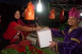 Galang Bantuan, Pelajar RI di Malaysia Gelar Kesenian di Pasar Malam
