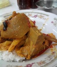 Nasi Kapau dengan gulai kikil yang mengundang selera