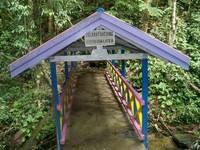 Jembatan menuju gua