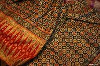 Tenun Songket Palembang yang pasti memikat hati pecinta kain tradisional.