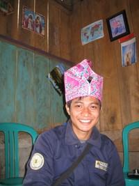 hadi dan topi adat Lore