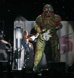 Konser Spektakuler Iron Maiden Guncang Jakarta