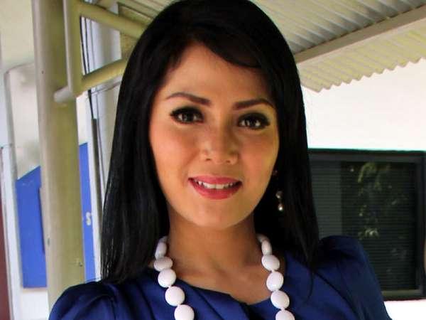 Kristina Ala Wanita Kantoran