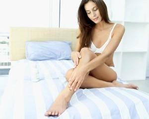 4 Tips Cerahkan Lutut yang Gelap