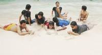 Menikmati putihnya pasir Pantai Srau
