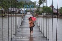 Jembatan Gantung penghubung Lorong Desa 1 ke daratan