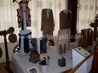 Berbagai macam baju adat Nias, koleksi Museum Pusaka Nias