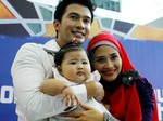 Kerja, Mandala Shoji Bawa Anak Istri