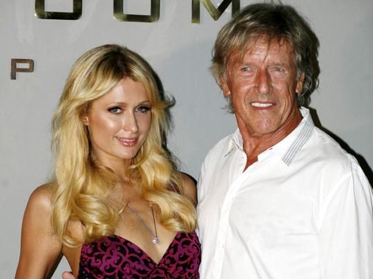 Ke Bali, Paris Hilton Tampil Seksi