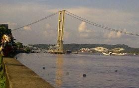 Ratusan Aparat Evakuasi Korban Jembatan Kutai Kartanegara