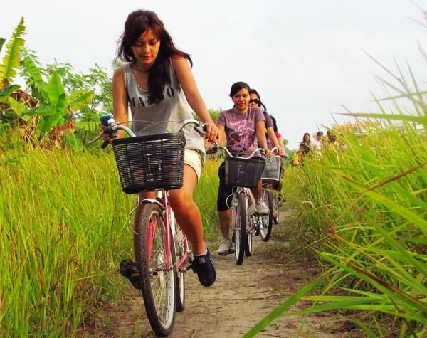 biking paradise di pulau pari