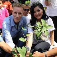 Bos Tokobagus Go Green Bareng Miss Indonesia