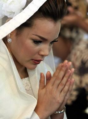 Sibuk Kerja, Dewi Sandra & Agus Rahman Tunda Bulan Madu