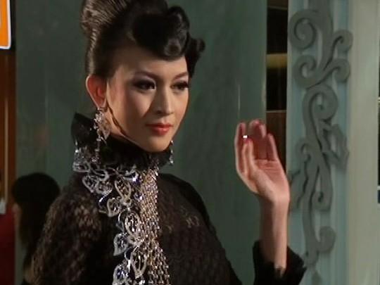Donita Jadi Model Perhiasan