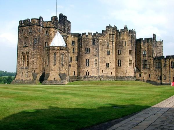 Alnwick Castle (newcastle.guide.co.uk)