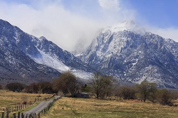 Gunung Whitney (kcet.org)