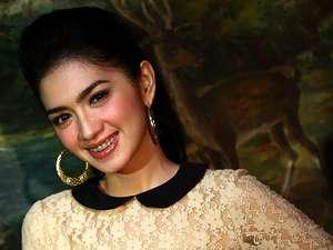 Angel Karamoy, Si Ibu Muda Cantik dan Seksi