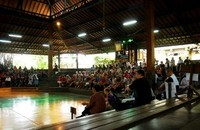 Menyaksikan pertunjukan dari bangku penonton (P.D. Indriastuty Pharmantara/detikTravel)