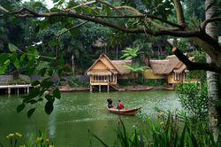 Kampung Sampireun di Garut, Romantisme Ala Sunda