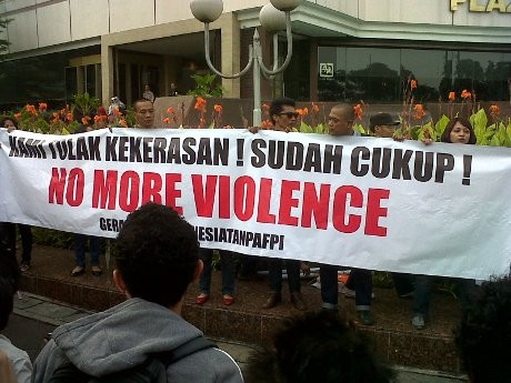 60-an Orang Aksi Damai \Indonesia Tanpa FPI\ di Bundaran HI