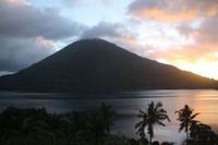 Gunung Api Banda saat senja