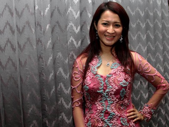 Yuk Intip Okie Agustina Fitting Baju Lamaran