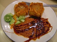 Batagor khas Bandung (kulinercemalcemil.blogspot.com)