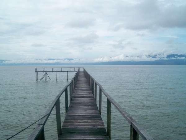 Dermaga di Tando Bone, salah satu sisi Danau Poso (hadi/dtraveler)