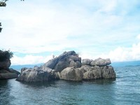 Sisi Danau Poso dengan bebatuan yang cantik (hadi/dtraveler)