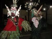 Tari Hudoq dengan kostum mirip burung (Halida Agustini/ dTraveler)