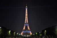 Eiffel tower with thousand lamps (dok. Irfan Prabudiansyah/dtraveller)