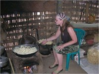 Seorang wisman yang berada di Desa Wisata Candirejo (dok. Disbudpar Jateng)