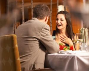 7 Topik Obrolan yang Dihindari Pria Saat Kencan Pertama
