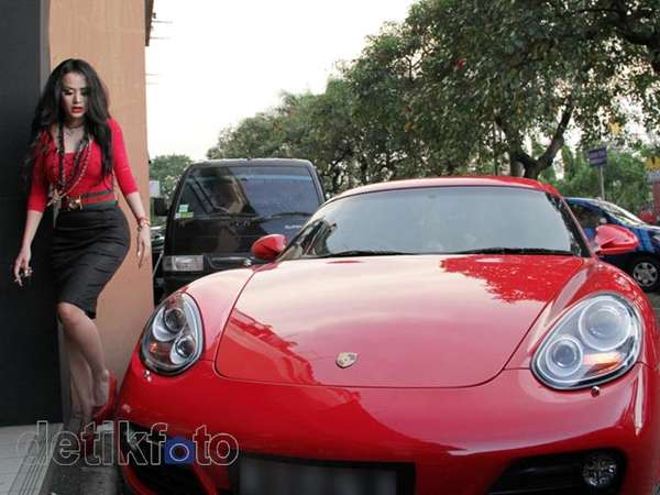 Ini Dia Porsche Merah Cynthiara Alona