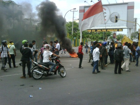 Demo Anti Kenaikan BBM, Mahasiswa USU Medan Blokir Jalan