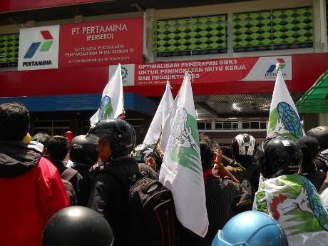 Demo Kenaikan BBM, Mahasiswa Yogya Datangi Kantor Pertamina