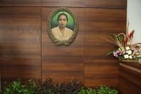Mengenang ibu Meneer di dalam taman (sumber: tamanjamuindonesia.com)