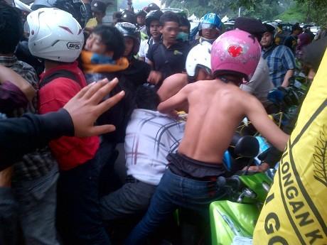 Mahasiswa Anti BBM Naik & Polisi Bentrok di Istana Bogor