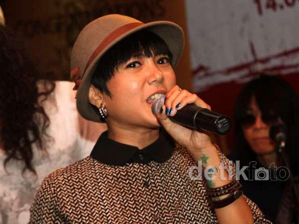 Poppy Sovia Makin Eksis Jadi Penyanyi