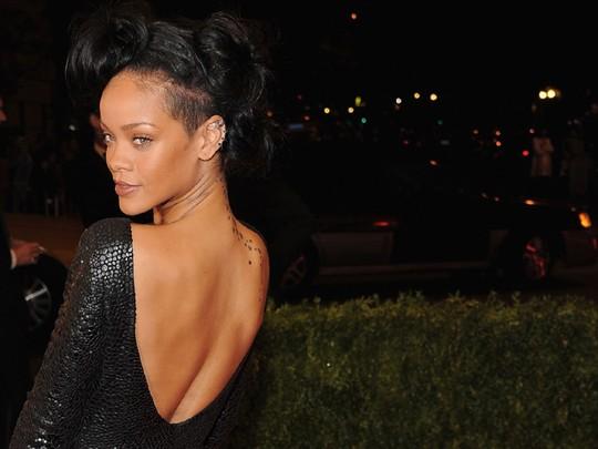 Rihanna Pamer Tato Bintang