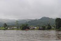 Perkampungan di Pinggir Sungai Mahakam