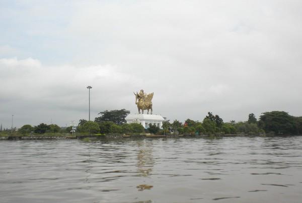 Pulau Kumala di Tengah Sungai Mahakam