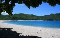 Pantai Mawun menjadi salah satu keindahan pantai di Pulau Lombok (Sumber: wikitravel.org)
