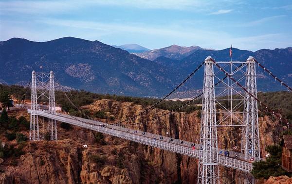 Hasil gambar untuk Jembatan Royal Gorge (Amerika)