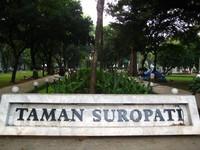 Taman Suropati (sumber: langkah-sepatu.blogspot.com)