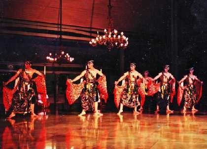 \Bedhaya Diradameto\ Buka Indonesian Dance Festival 2012