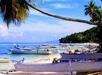 Perahu nelayan yang terparkir rapi