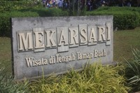 Taman Wisata Mekarsari (sumber: diskongokil.com)