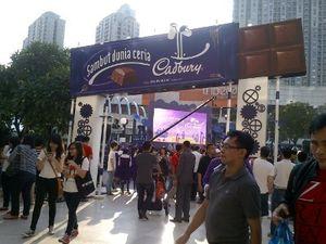 Wow! Hujan Cokelat Cadbury di Central Park